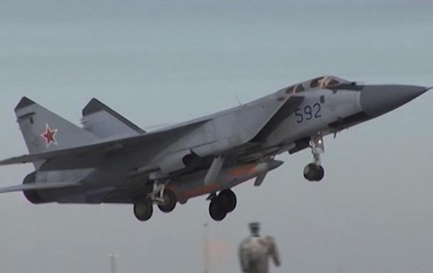 Взлет самолета МиГ-31 с гиперзвуковой ракетой