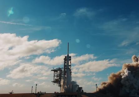 В SpaceX смонтировали ролик о своей ракете под песню Дэвида Боуи