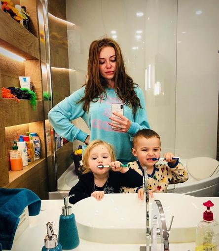 Слава Каминская поделилась фото с детьми