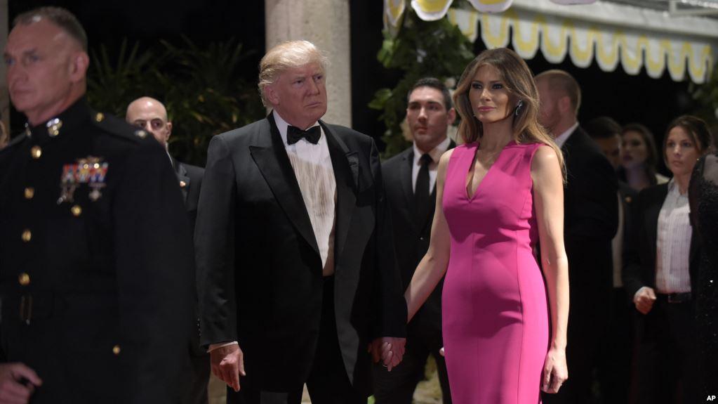 В преддверии новых скандалов Трамп поспешил задобрить супругу.