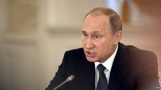В РФ Владимир Путин может попробовать превратить свою персонализированную систему в более коллективную, считает эксперт