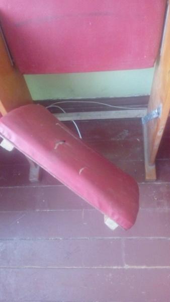 Синяки,выбитые зубы, кровь по залу. На Киевщине в Доме культуры неизвестные избили детей