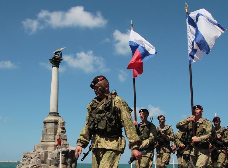 Политика, который смог бы вернуть Крым Украине, сегодня в России не существует, считает Леонид Радзиховский.