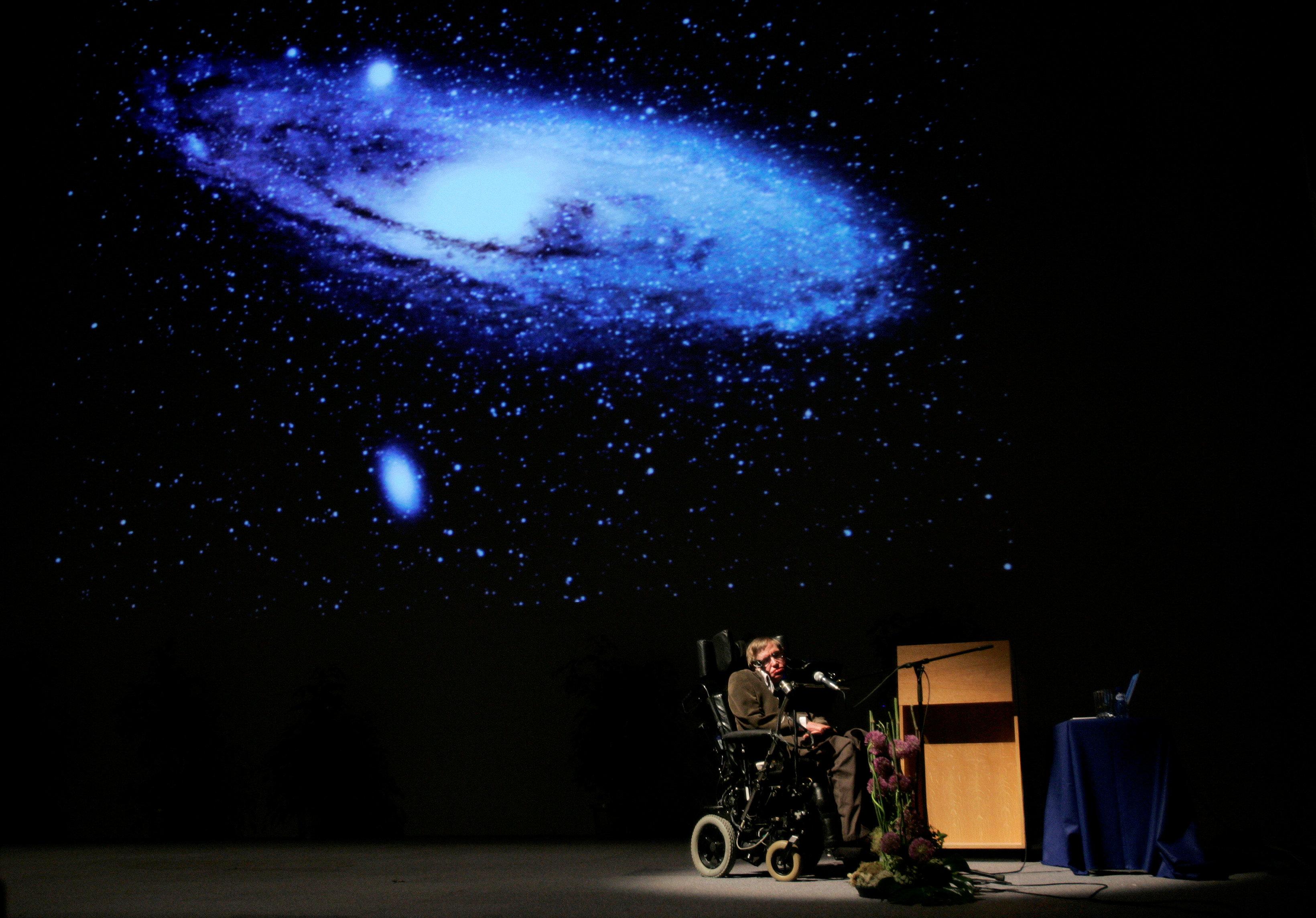 Последняя статья Хокинга сделала существование Творца более правдоподобным.