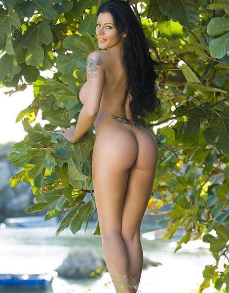 Аманда Фокс позировала обнаженной в Италии