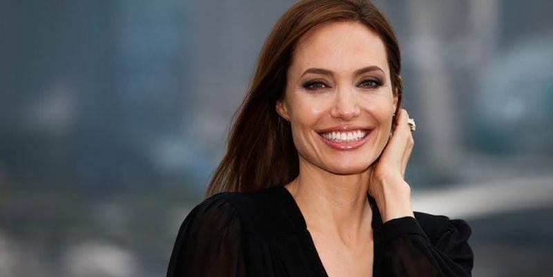 Джоли заявила, что готова к новым отношениям