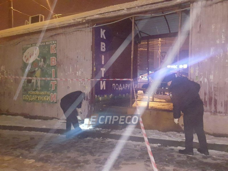 В Киеве на остановке мужчина швырнул в копов гранату - СМИ