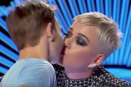 Тот самый момент с поцелуем