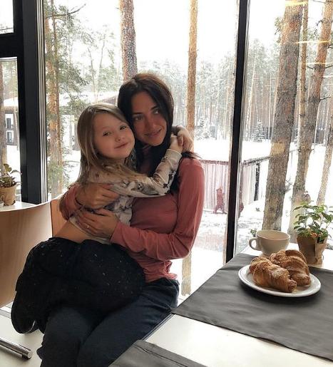Виктория Смеюха похвасталась снимком с племянницей