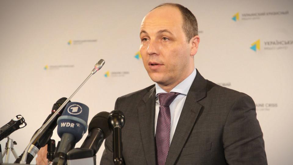 Парубий пообещал, что закон о запрете этих телеканалов будет вынесен на голосование ВР сразу по готовности