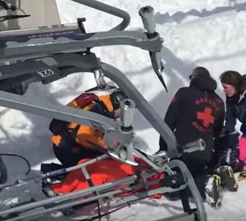 В Грузии на горнолыжном курорте людей выбрасывало с кресел канатки