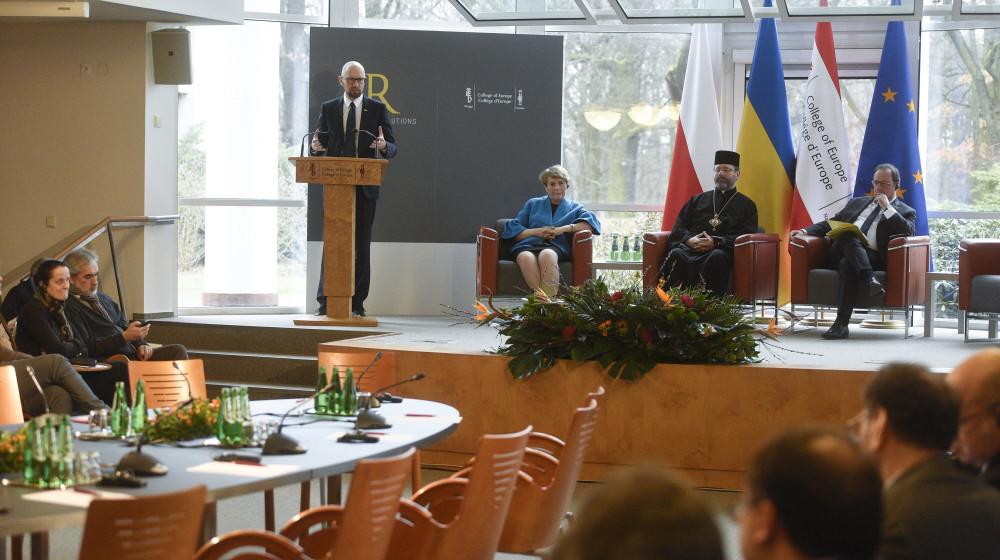 Сильной изоляции Владимира Путина нет, отметил Арсений Яценюк