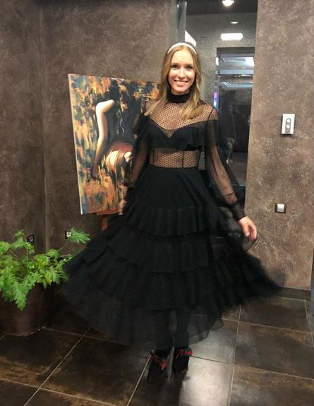 Катя Осадчая позировала в Харькове в черном пышном платье