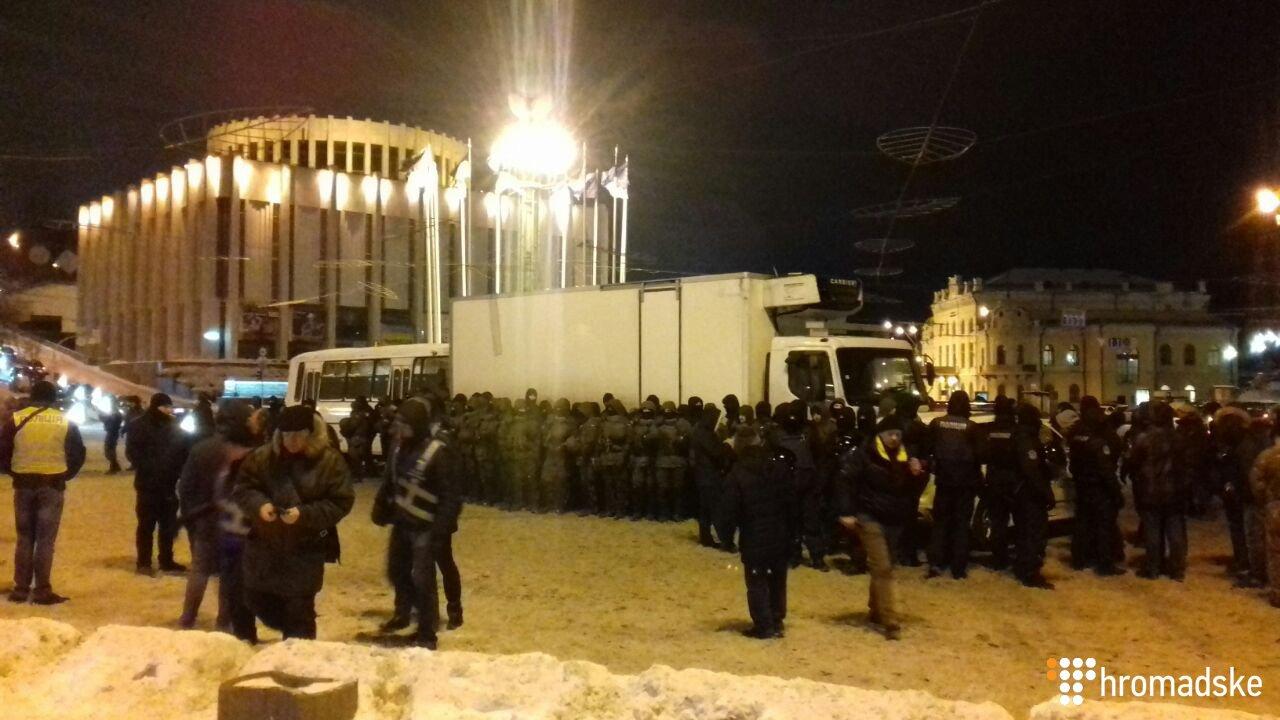 Правоохранители заблокировали грузовик с оборудованием для сцены, принадлежащий сторонникам Саакашвили