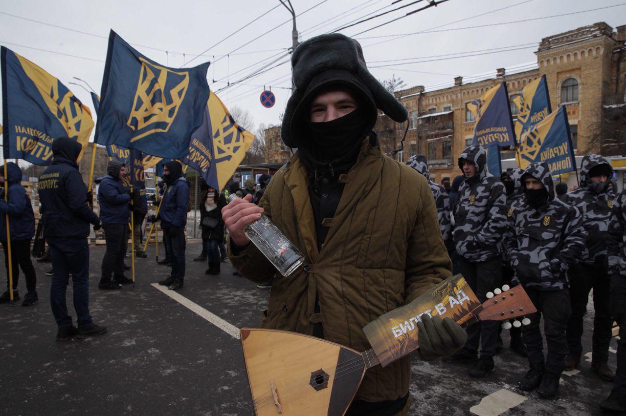 Националисты блокируют посольство РФ