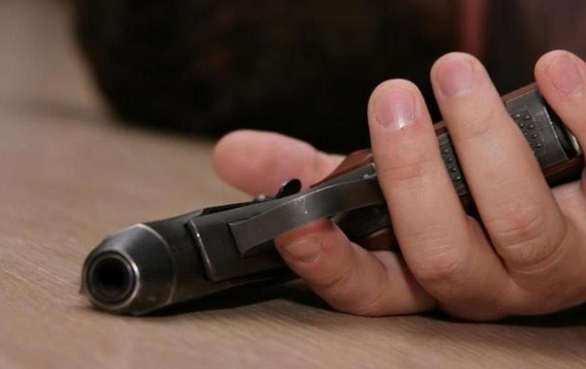 Боец выстрелил себе в голову из переделанного в травмат стартового пистолета
