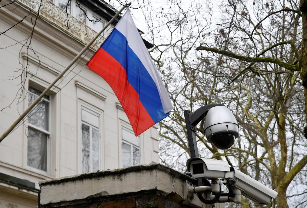 В Украине до сих пор находятся примерно 50 российских дипломатов.