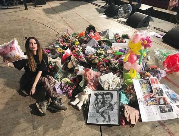 Надя Дорофеева похвасталась подарками, полученными в Николаеве