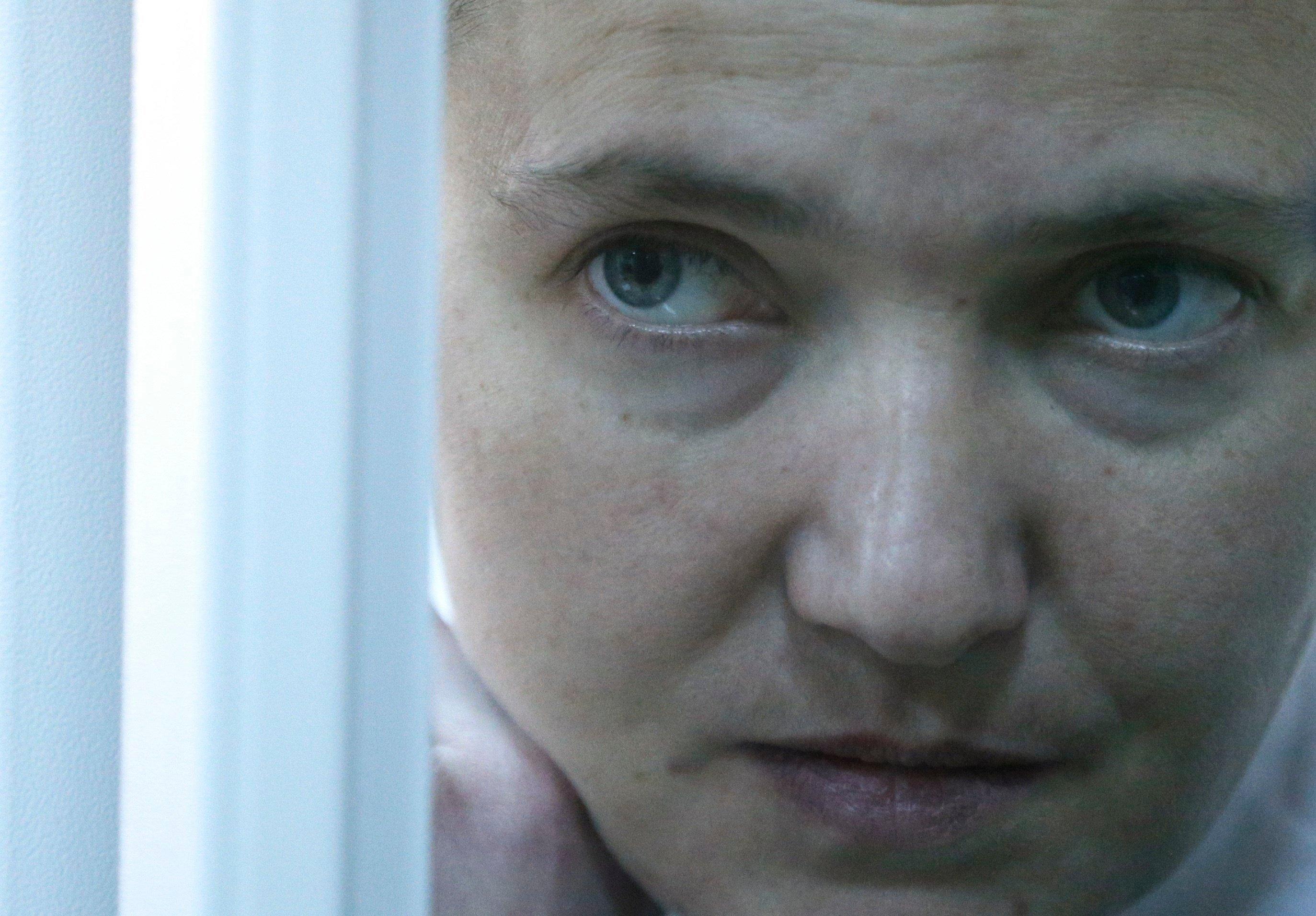 Надежда Савченко в Киеве проходит проверку на детекторе лжи в помещении СБУ