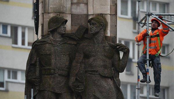 В Польше массово ликвидируют советские памятники