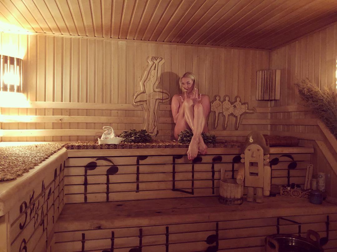 Балерина сделала снимок в бане
