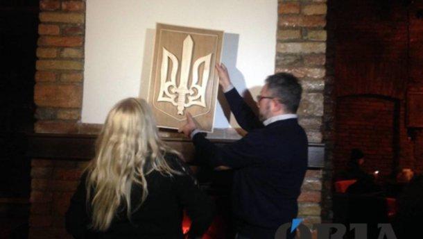 Мать депортированного поляка купила новый герб Украины