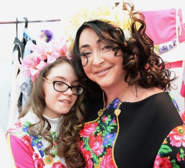 Лолита свою единственную дочь Еву оставила жить в Киеве с бабушкой