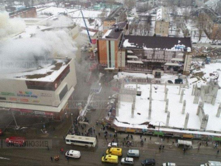При пожаре в кемеровском ТЦ погибли три ребенка и женщина.