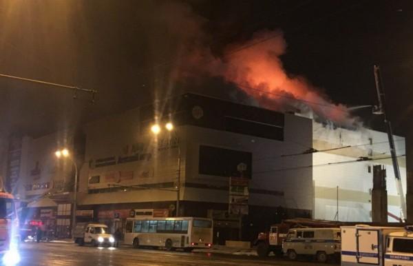 Поначалу огонь охватил 4 этаж здания.
