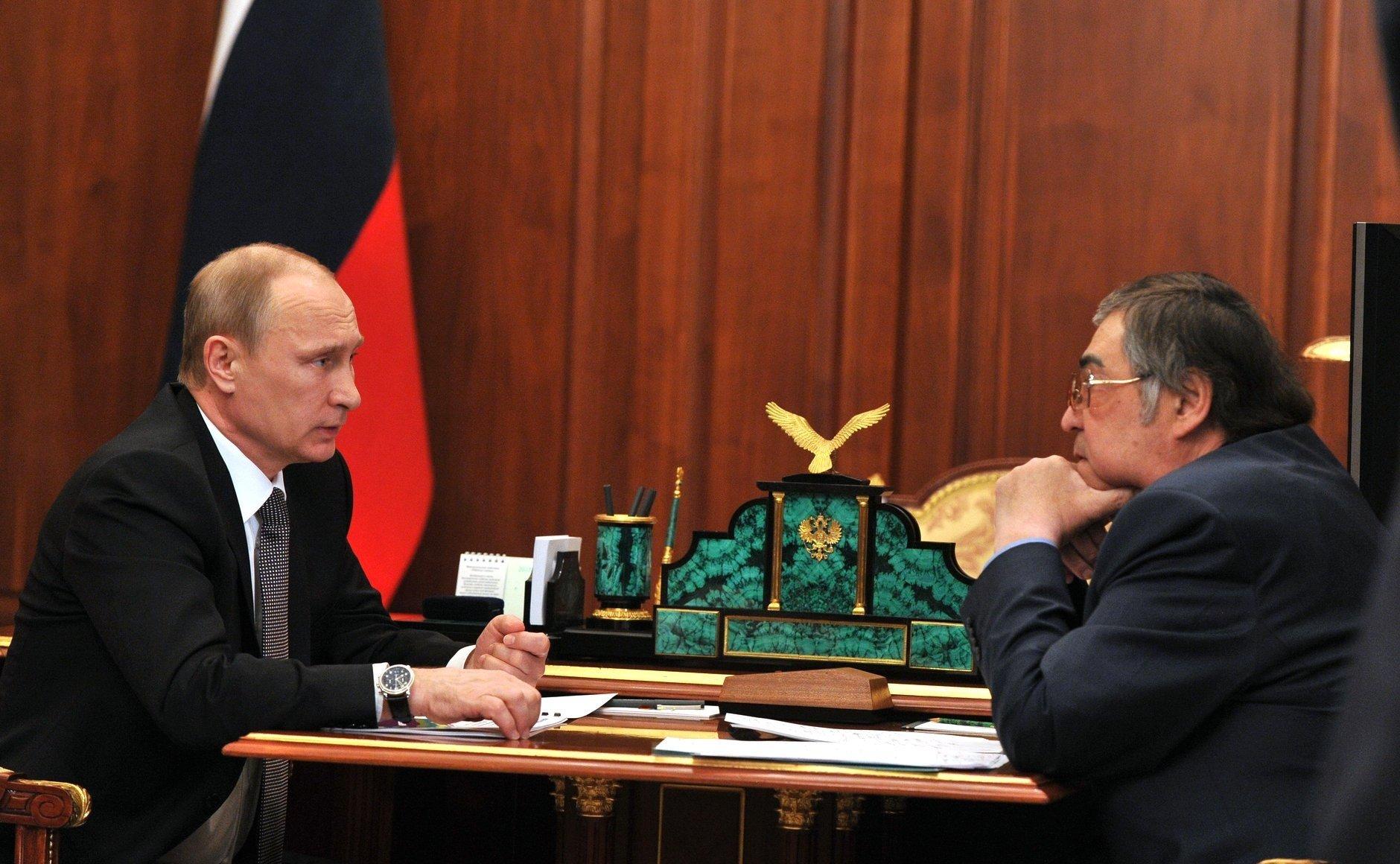 Путин решил убрать Тулеева. Но не сразу.