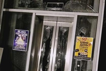 Из-за закрытых дверей кинозала дети оказались в огненной ловушке