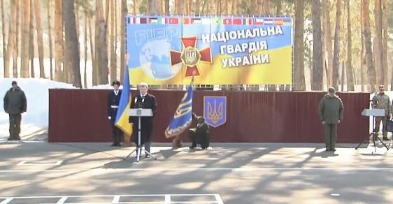 Солдату стало плохо во время выступления Петра Порошенко