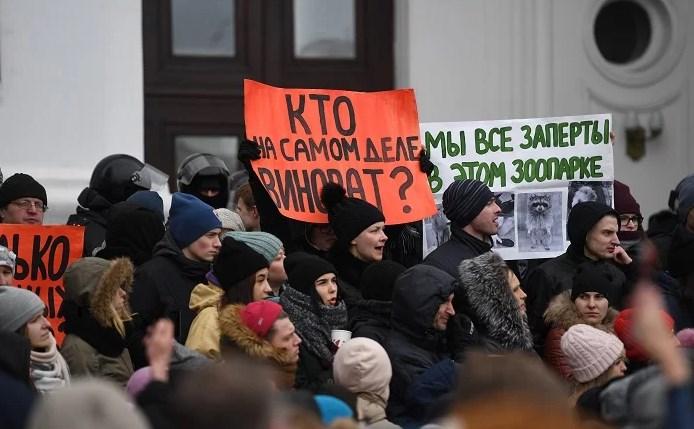 Протестующие в Кемерово обвинили в трагедии Путина.