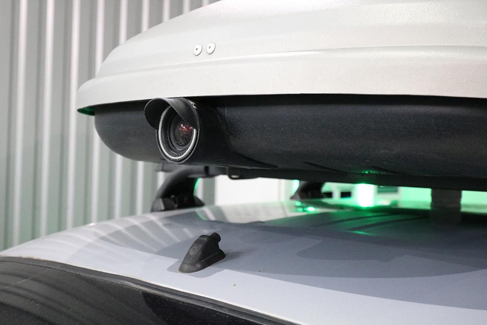 Камера установлена на крыше автомобиля