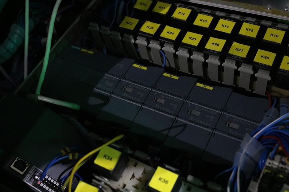 Так выглядит контроллер автопилота, который размещается в багажнике Lanos