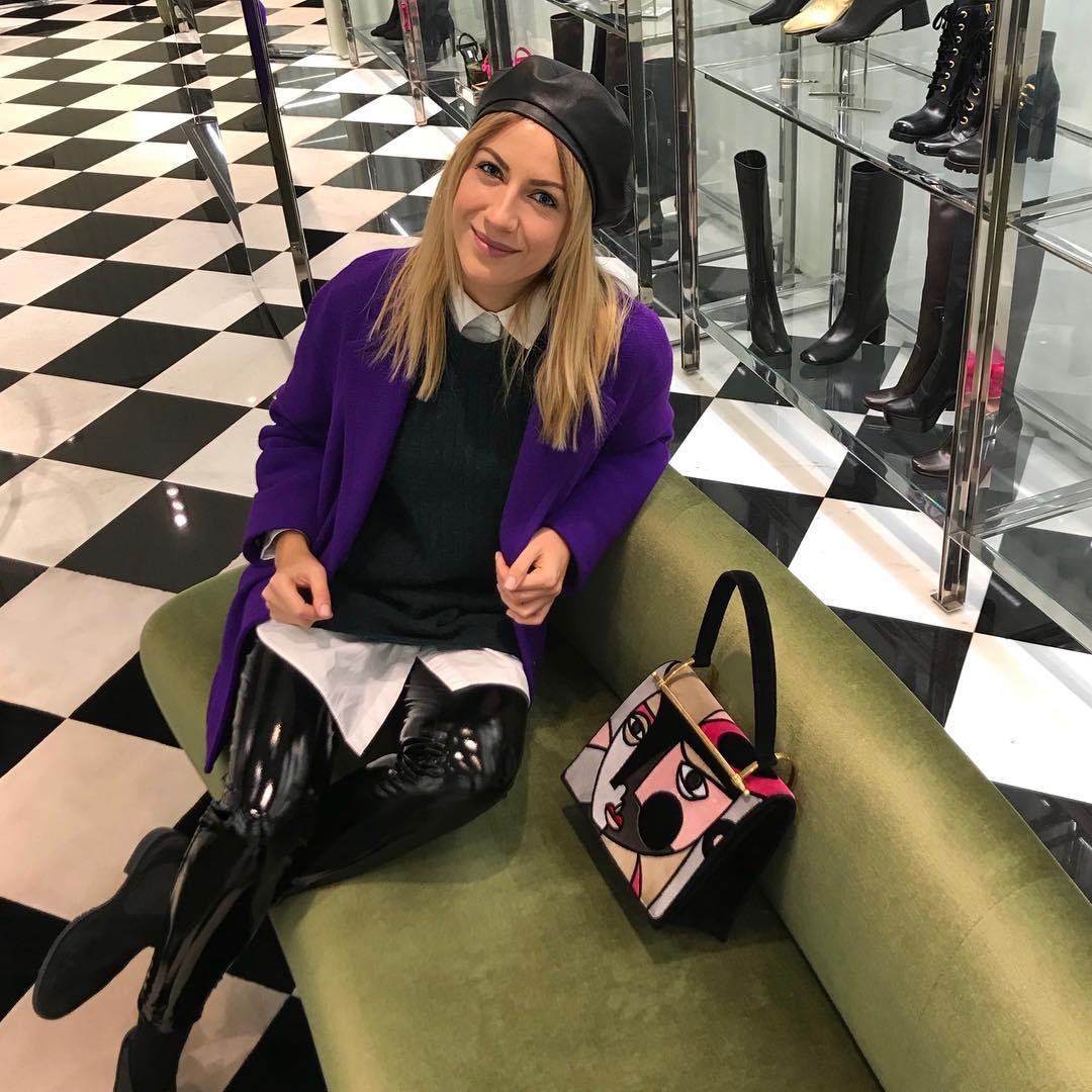 Ведущая призналась в своей любви к сумкам дорогих брендов