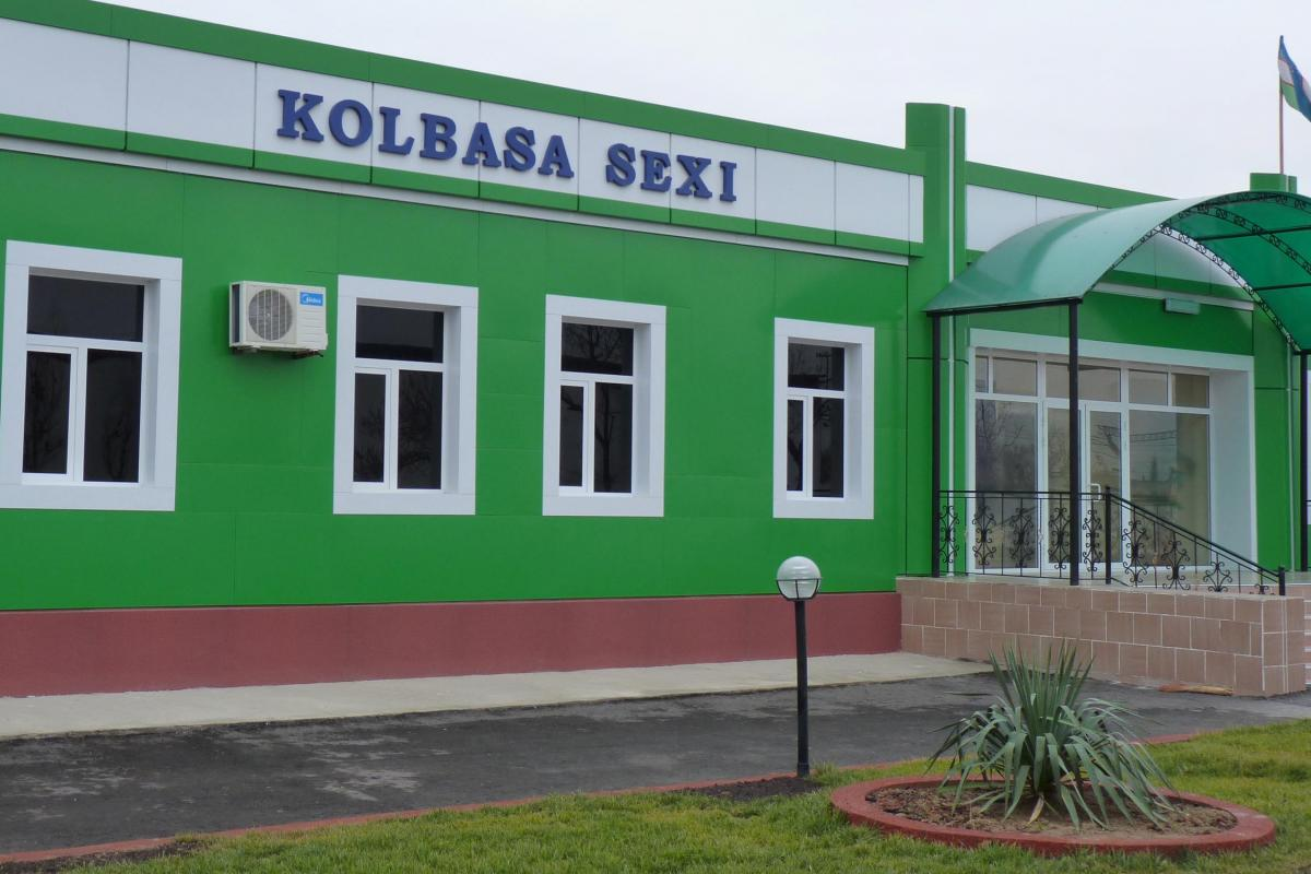Вывеска в Узбекистане. Иллюстрация