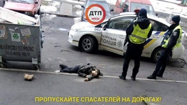 В Киеве девушка после падения из окна многоэтажки погибла мгновенно