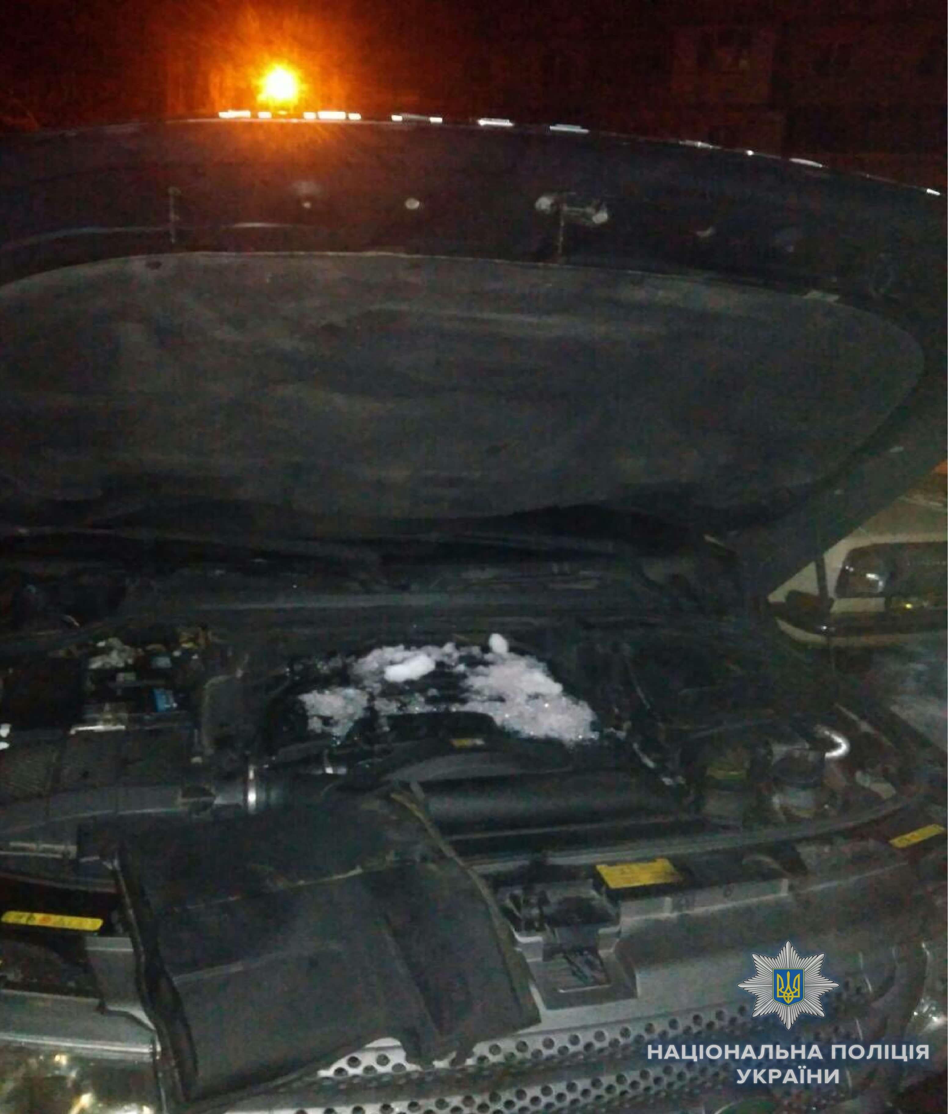 В Киеве джип горел и взорвался сегодня около пяти часов утра