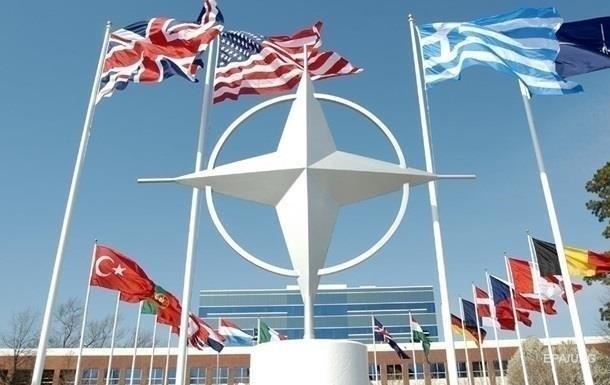 НАТО требует от России действий в рамках международных законов