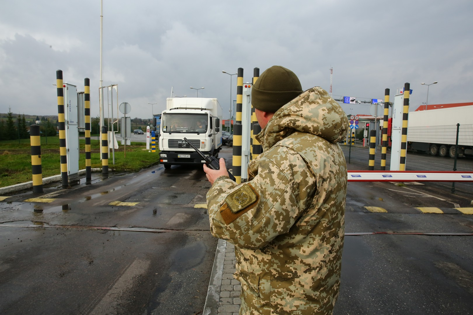 На Пасху изменили режим пересечения линии разграничения на Донбассе.