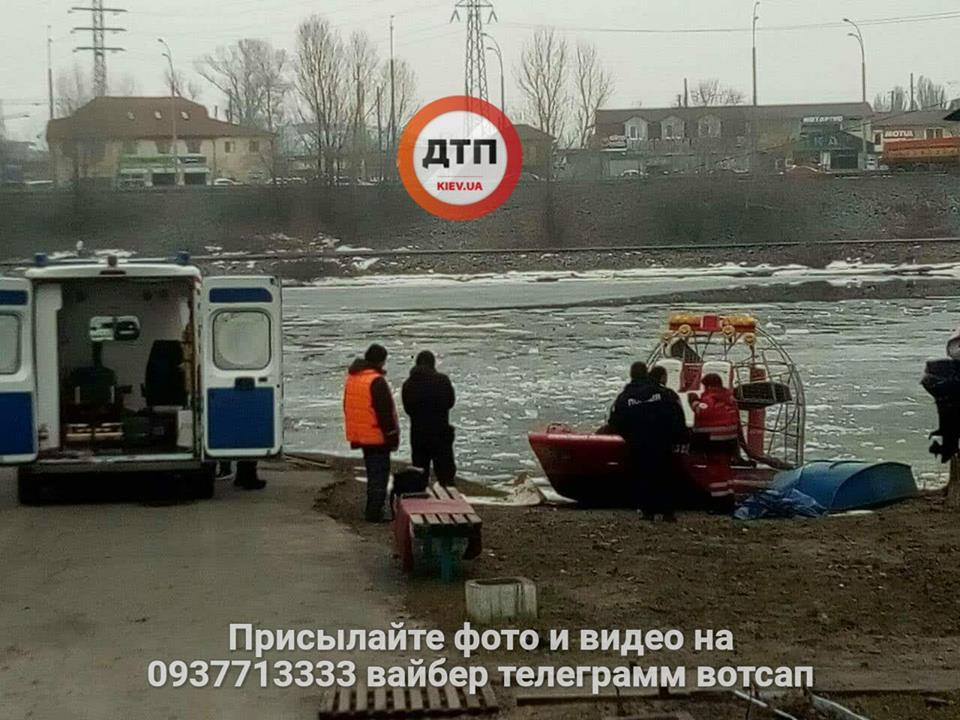 В столице мужчина бросился с моста в реку