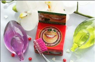 На поверхности зубной щетки могут оставаться вредные вещества