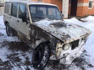 Мужчина бросил свой автомобиль во дворе Млыново