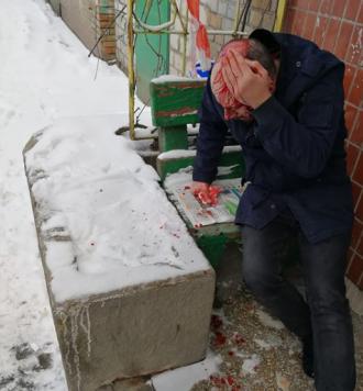 "В Киеве на Печерске ""муд*ки"" у пункта полиции разбили мужчине голову и ограбили"