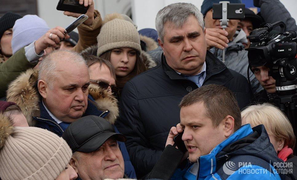 Сергей Цивилев на стихийном митинге обвинил Игоря Вострикова в пиаре на горе
