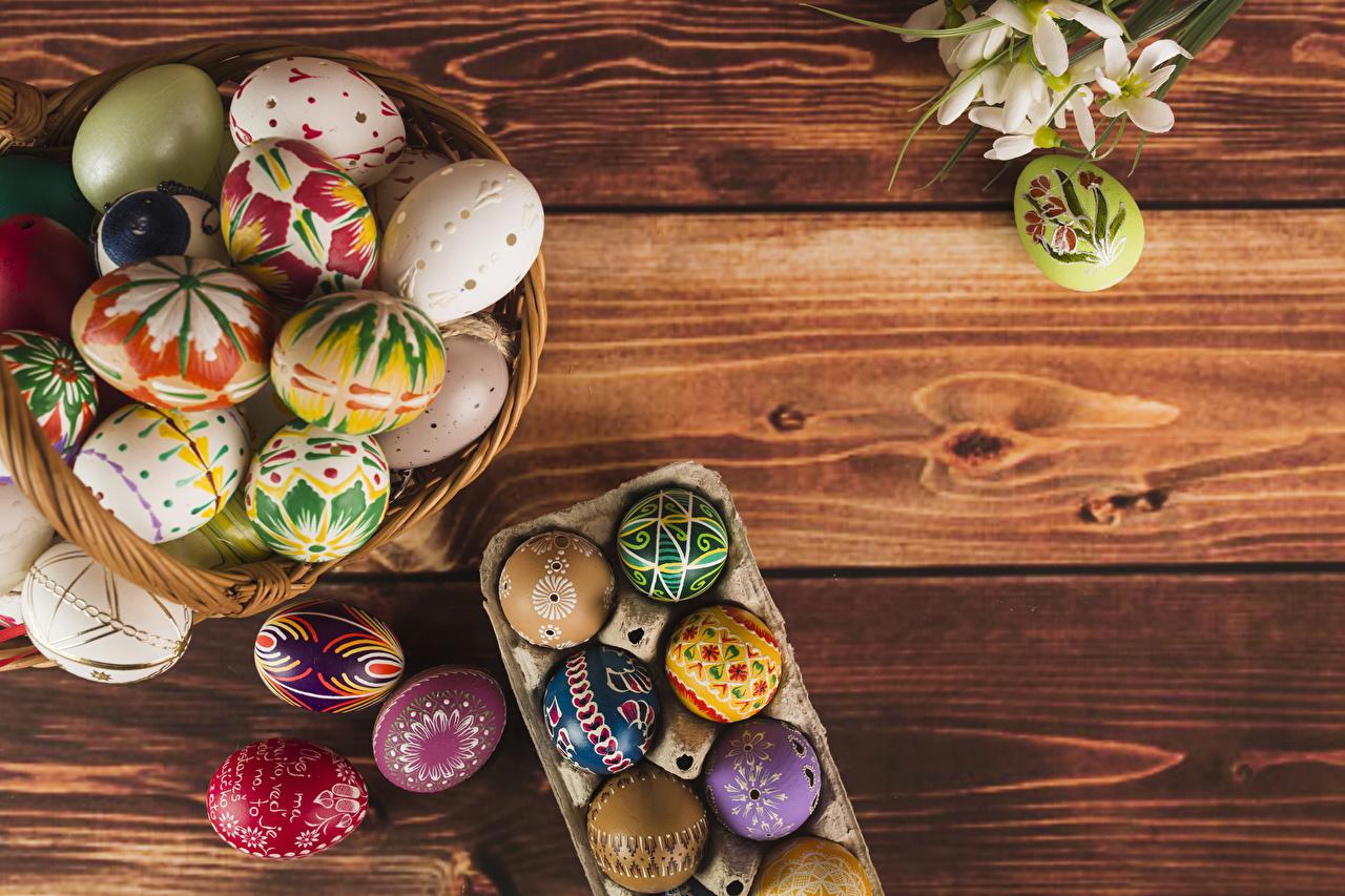 Готовиться к покраске яиц начинают в Великую среду.