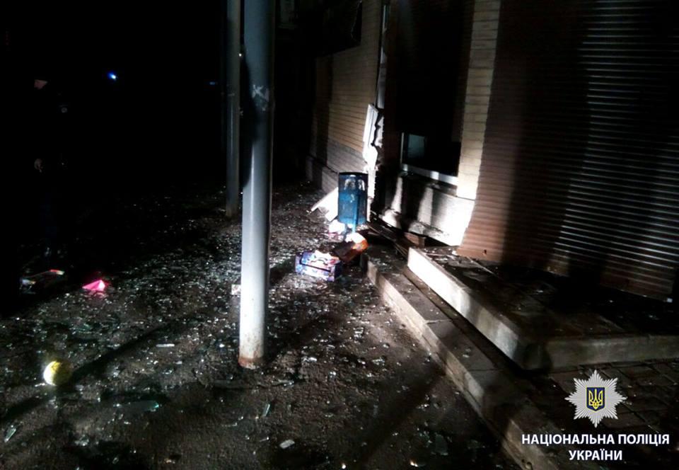 В Харькове с помощью самодельного взрывного устройства подорвали банкомат