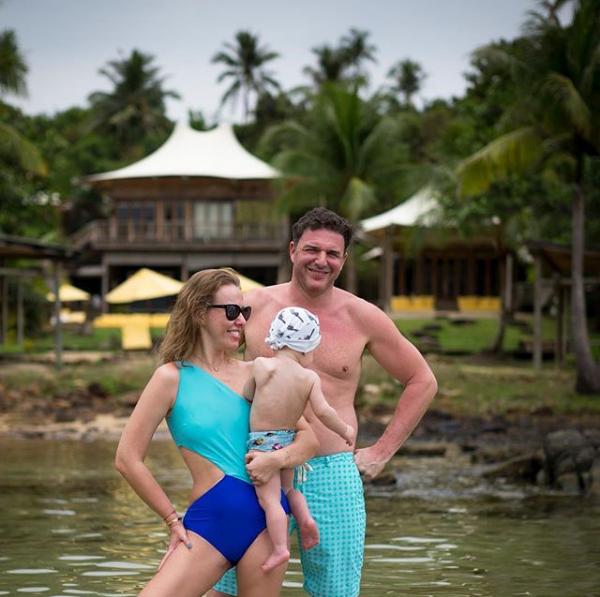 Ксения Собчак показала фото с сыном и мужем, сделанное на отдыхе