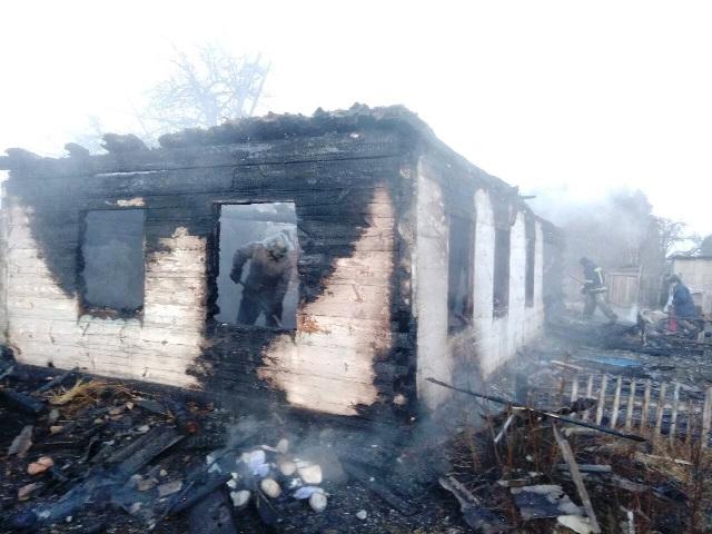 На Житомирщине при пожаре в частном доме погибли маленькие дети